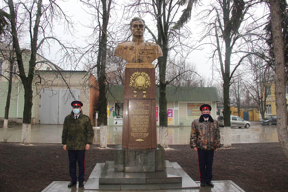 В Миллерово прошел митинг к дню рождения маршала Ефимова
