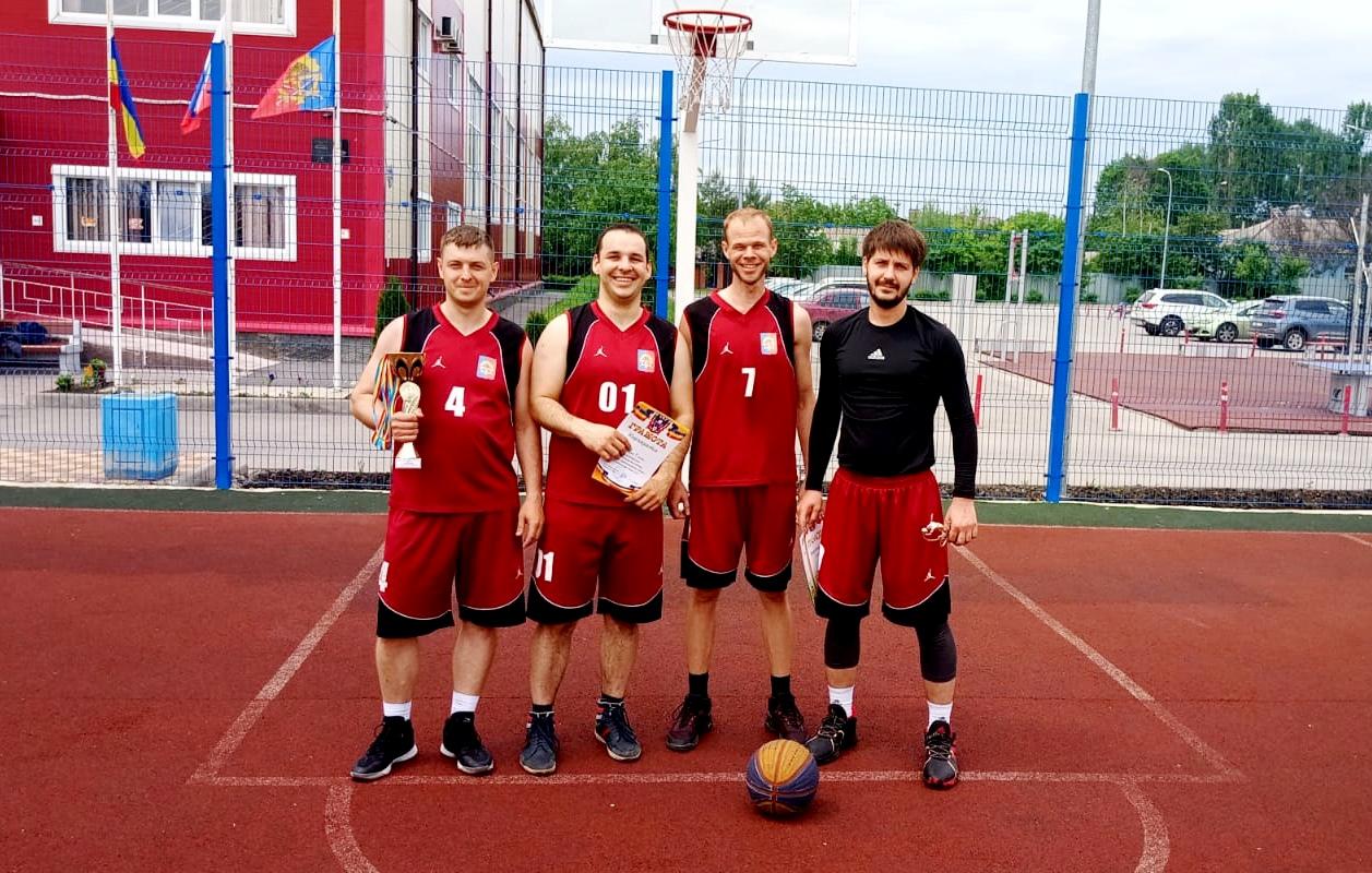 В Миллерово прошли  соревнования по уличному баскетболу среди мужских команд