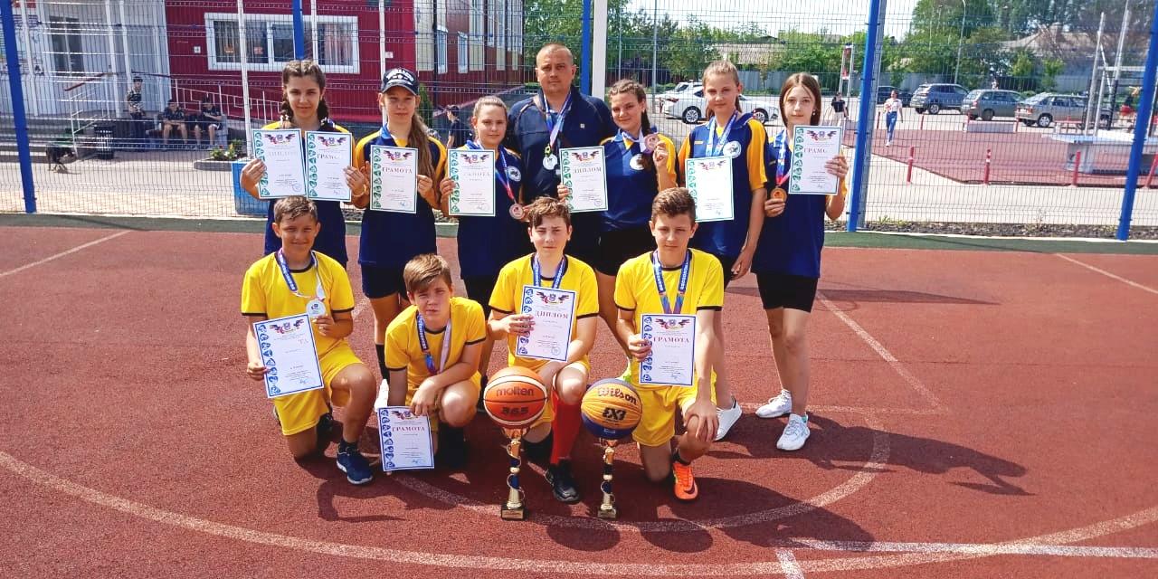 В Миллерово прошли соревнования «Уличная баскетбольная лига»