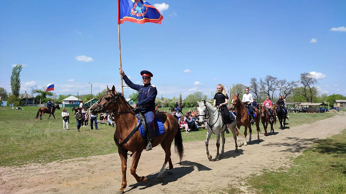 В честь Дня Победы в слободе Криворожье прошел конный переход