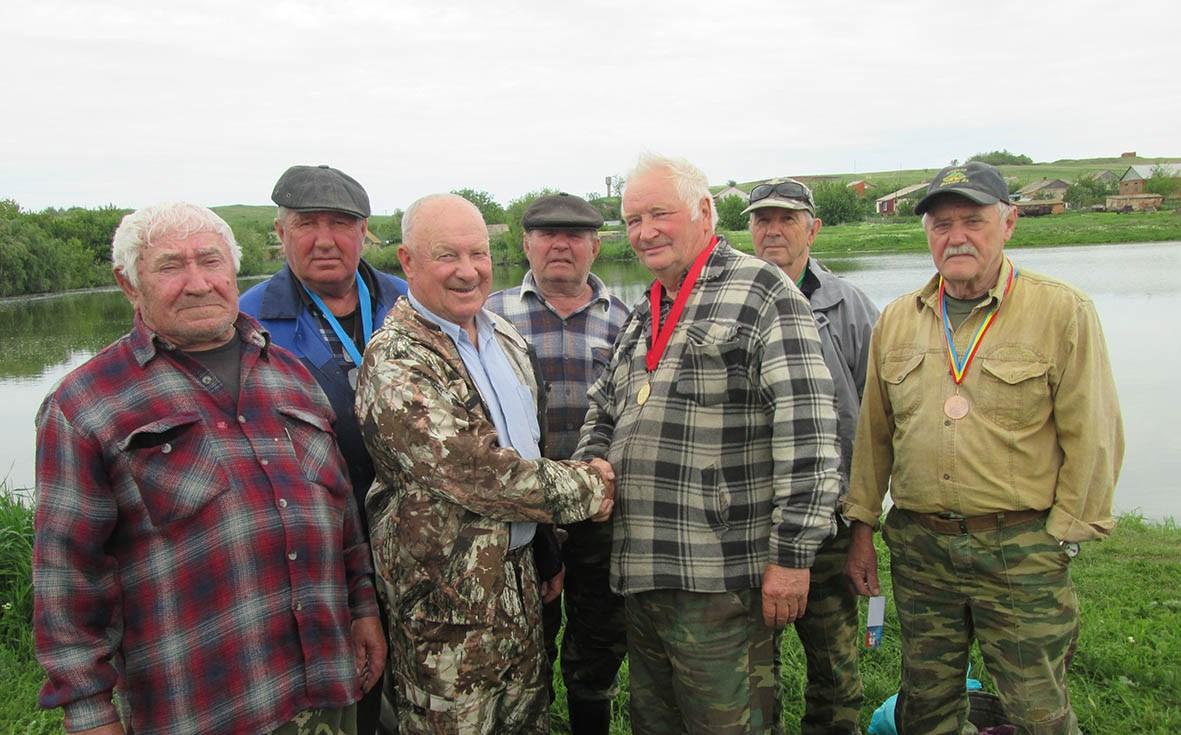 В память о  детях  войны в Миллеровском районе прошли соревнования по рыбной ловле