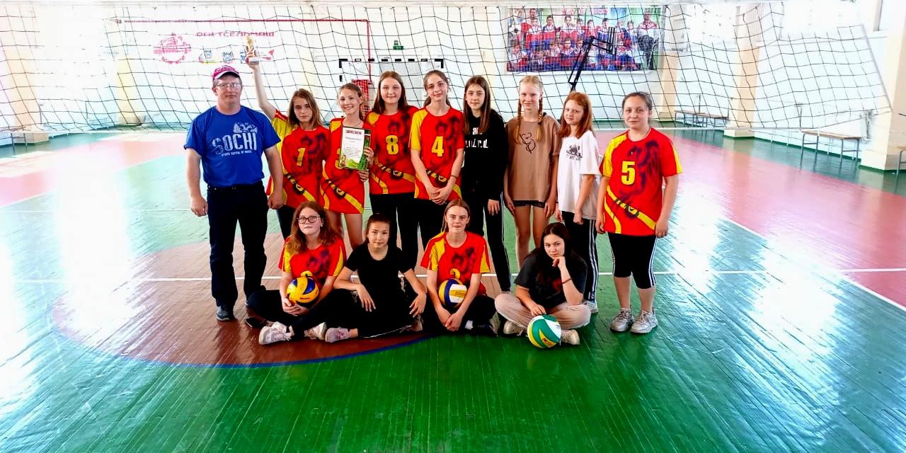 В Миллерово состоялись соревнования по волейболу среди девушек