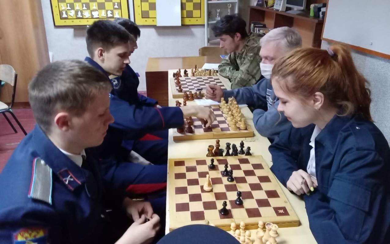 В Миллерово кадеты казачьего техникума успешно сдали экзамен по шахматам