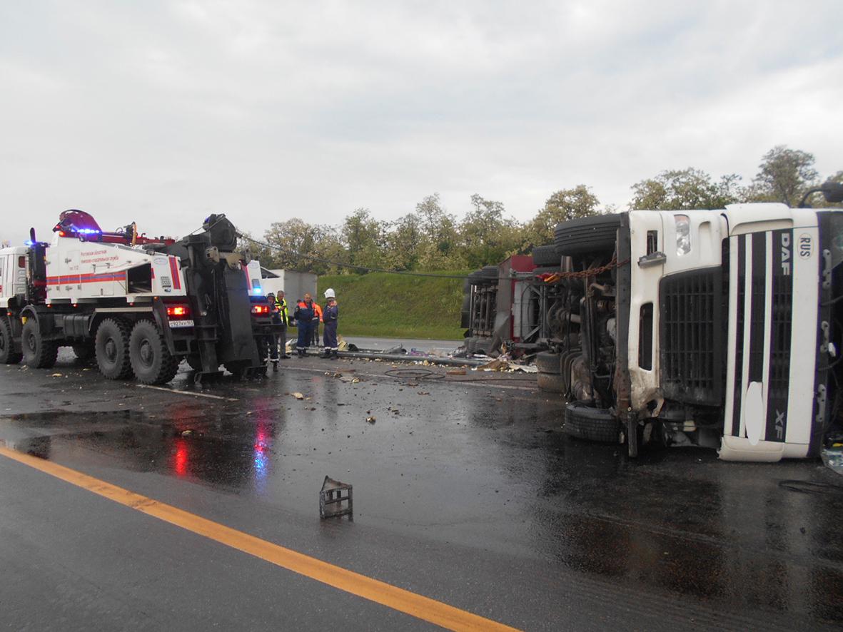 Миллеровские спасатели ликвидировали последствия аварии на трассе М4-ДОН