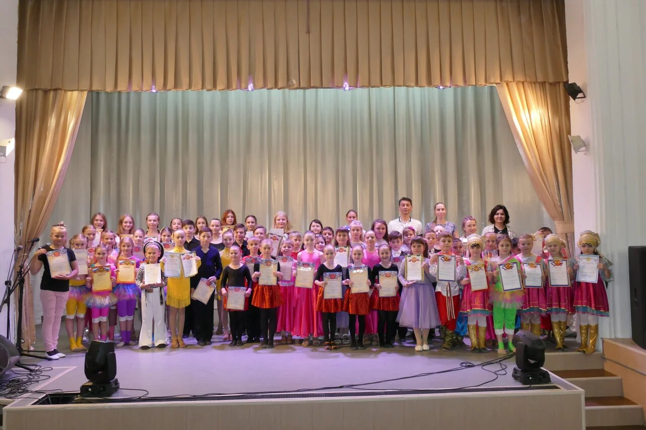 В День защиты детей миллеровские юные артисты  порадовали зрителей