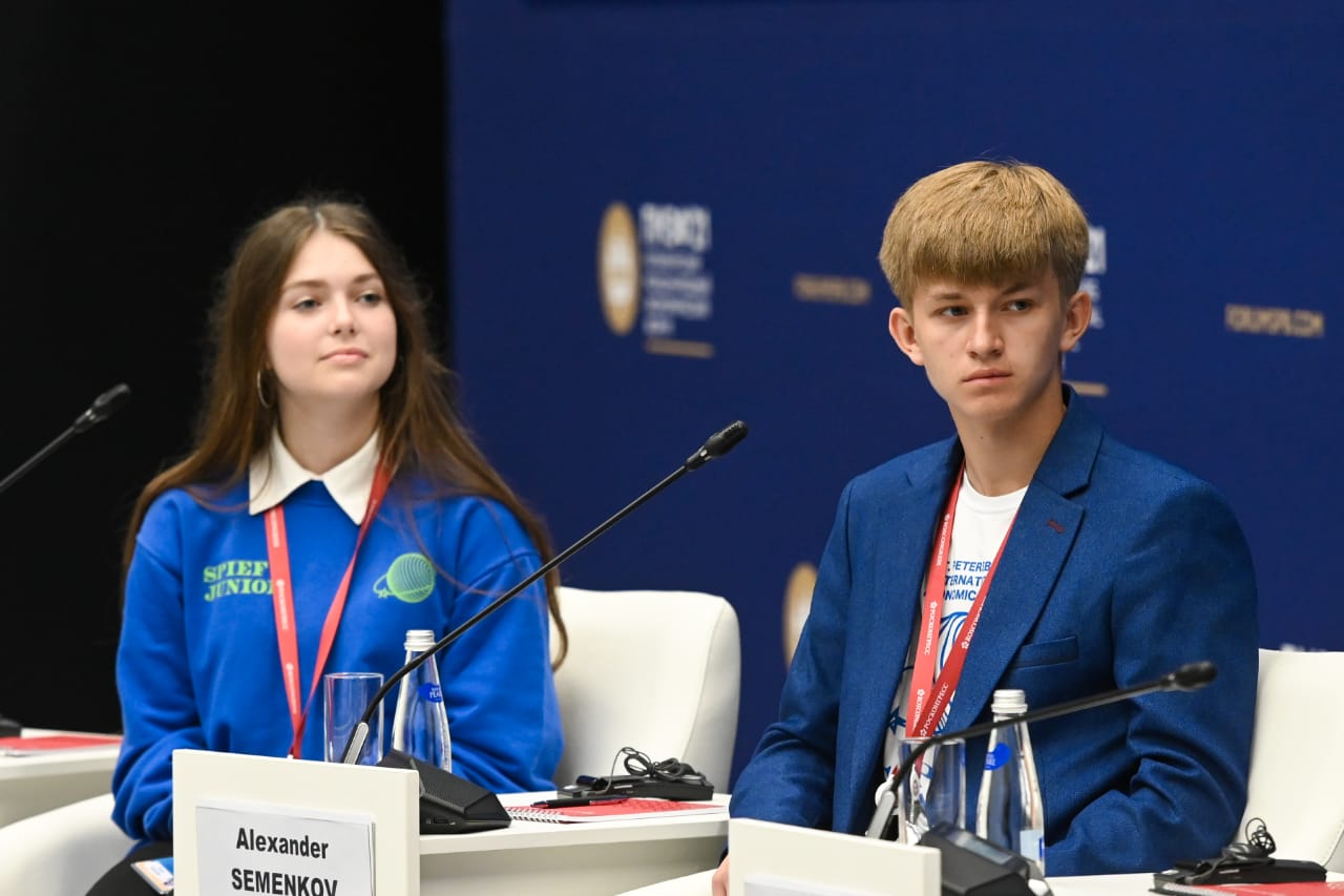 На международном экономическом форуме в Петербурге побывал школьник из Миллерово
