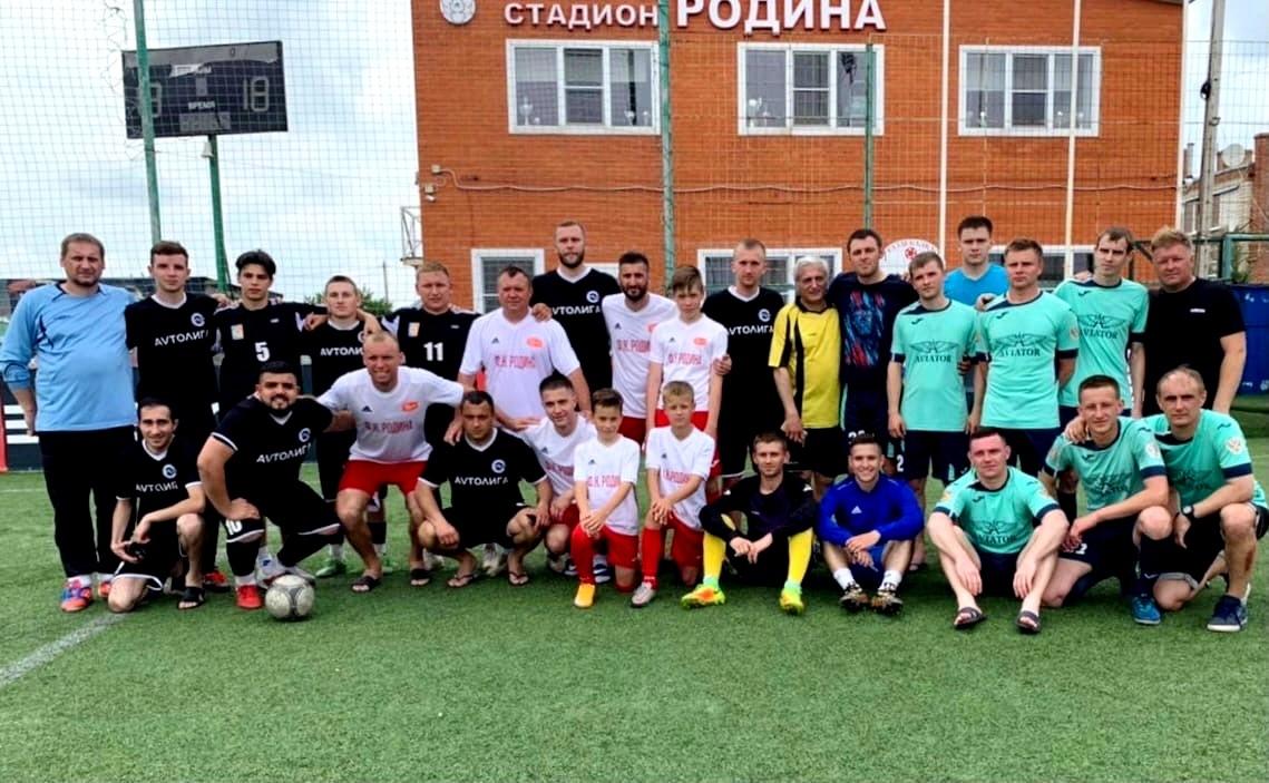 Денис Глушаков побывал в родном городе Миллерово и сыграл за команду «Родина»