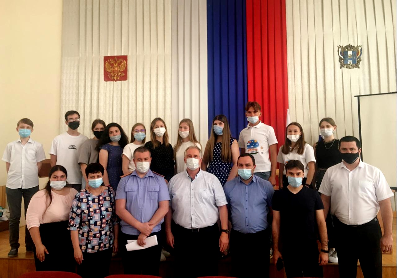 В Миллерово состоялась встреча молодёжи Миллеровского района с организаторами Регионального проекта «Адвокатура в школе» и общественного движения «За Права Молодёжи»