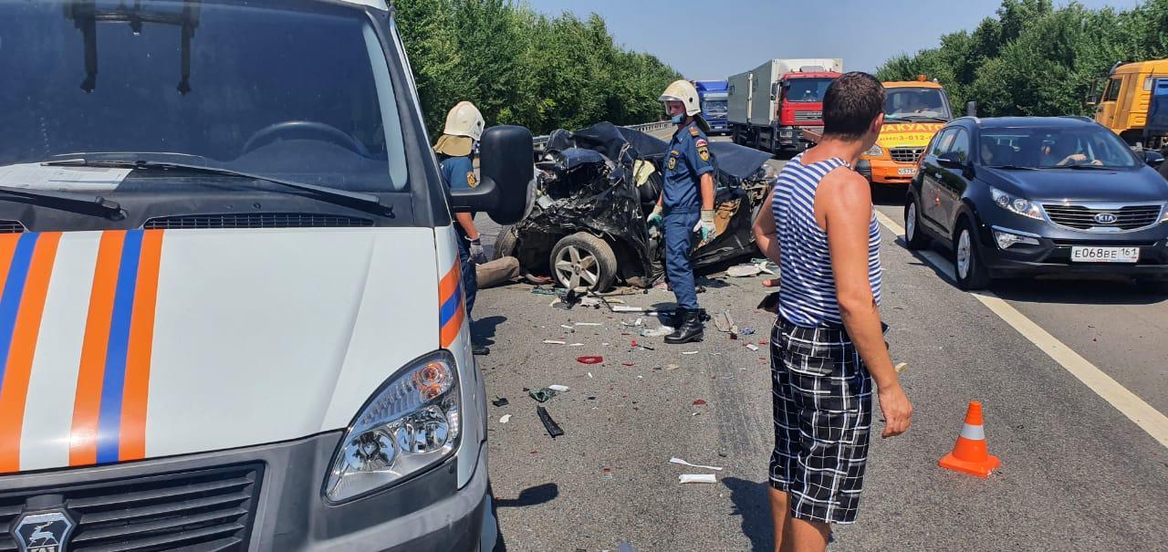 Среди жертв взрослые и дети: девять автомобилей столкнулись в Ростовской области на трассе М-4 «Дон»