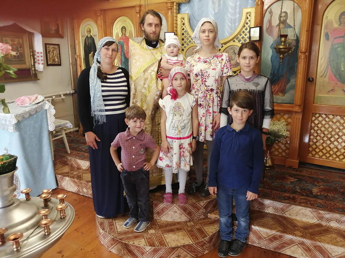 Уважаемый  батюшка, любимый муж и отец шестерых детей: иерей Владимир Молородов отмечает день рождения