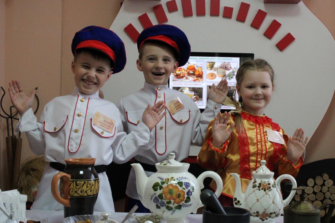 За  школами России законодательно  закреплена воспитательная функция