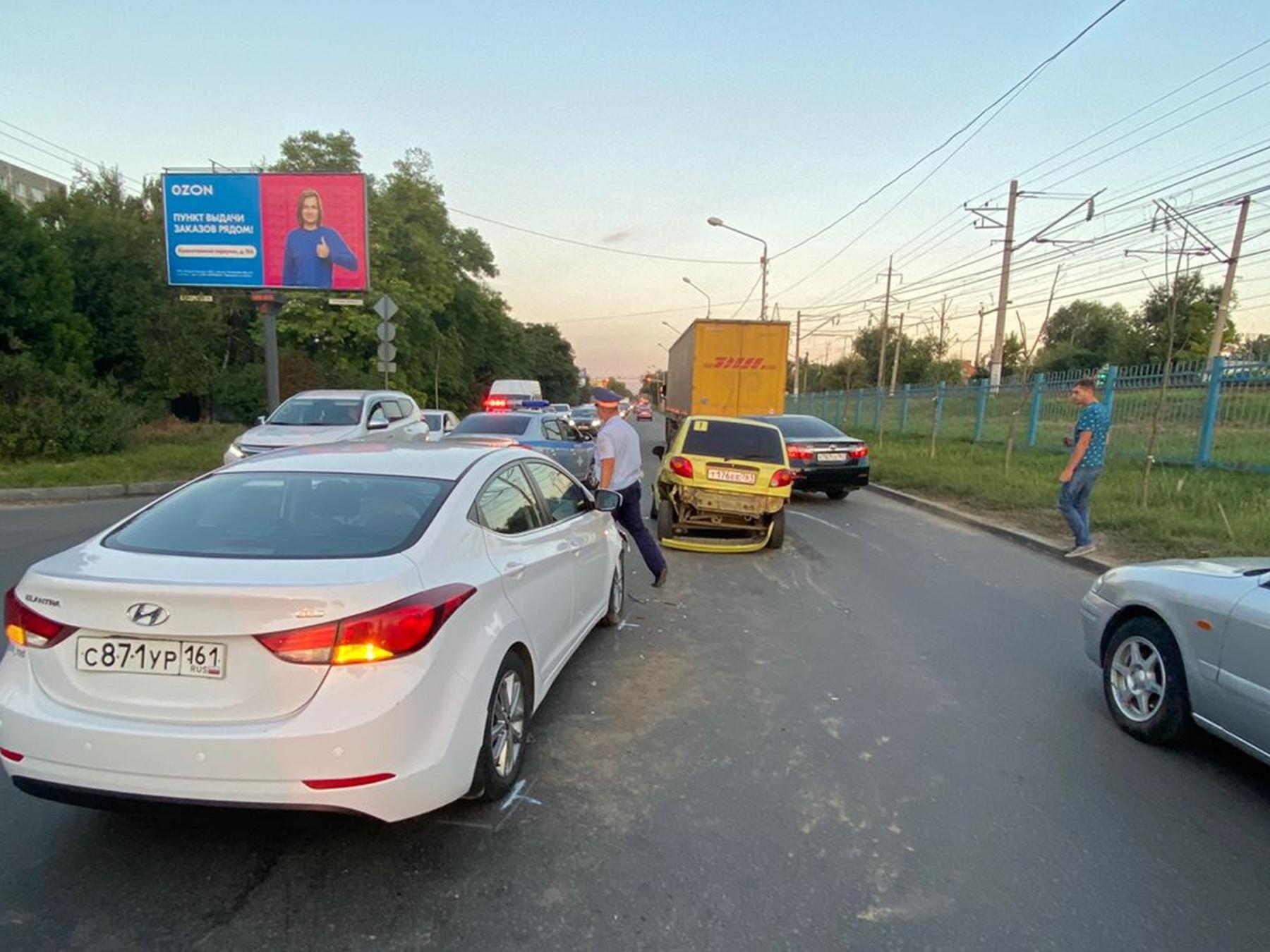 Небезопасная скорость и дистанция стала причиной массового ДТП в Ростове-на-Дону