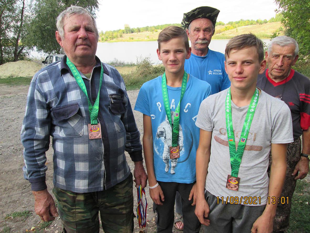 На пруду хутора Красная Заря прошел рыболовный турнир «Рыбалка с характером»
