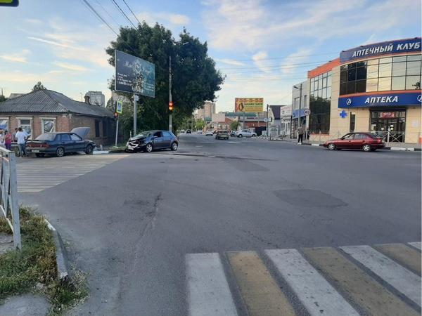 В Батайске в ДТП легковушка сбила 26-летнюю девушку
