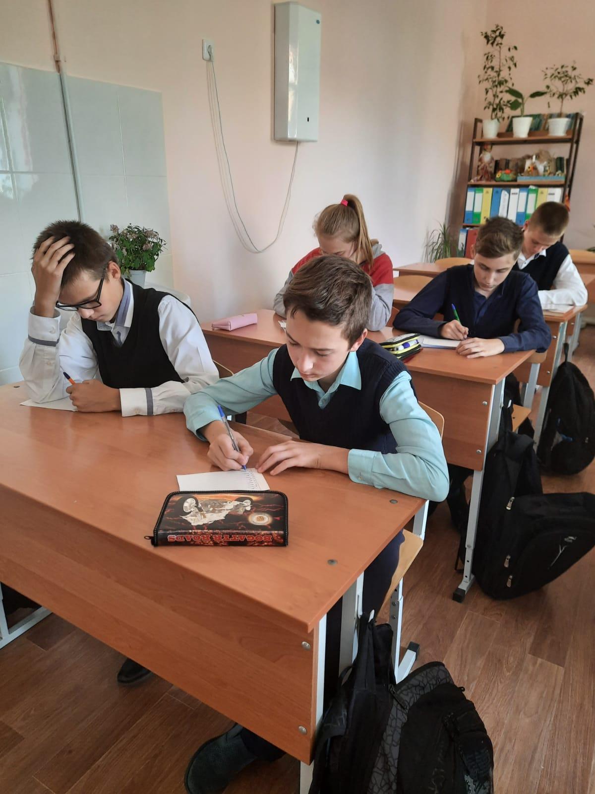 В миллеровской школе №2 прошел информационный час «Вредные привычки и как с ними бороться»