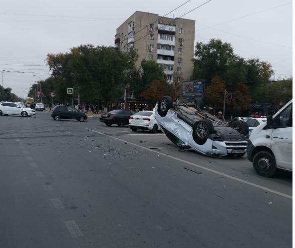 В Ростове В ДТП перевернулся Lexus