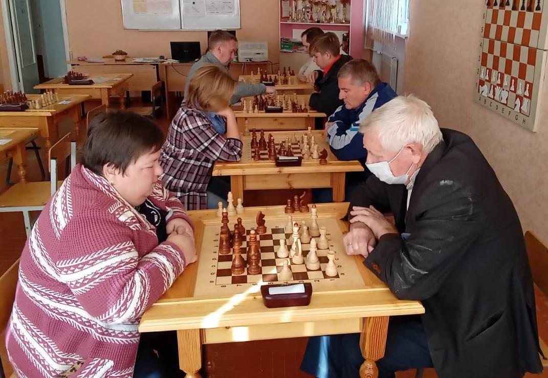 В Миллерово, в рамках акции «Золотая осень», прошли турниры по шахматам и русским шашкам